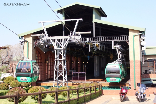 The Harties Cableway, fully renovated in 2010, is the main attraction in Hartbeespoort.